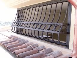 una griglia antintrusione in ferro
