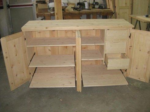 un disegno in legno per un armadio