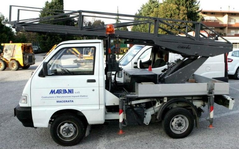 furgone con gru mariani