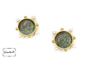 Orecchini in oro giallo a cera persa, moneta romana in bronzo