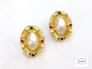 Orecchini in oro giallo con perle, rubini e zaffiri