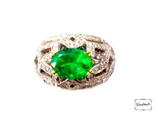 Anello in oro, diamanti e smeraldo taglio ovale