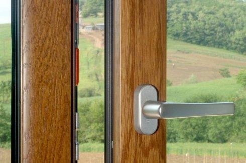 vendita finestre in legno, installazione finestre in legno, produzione finestre in legno