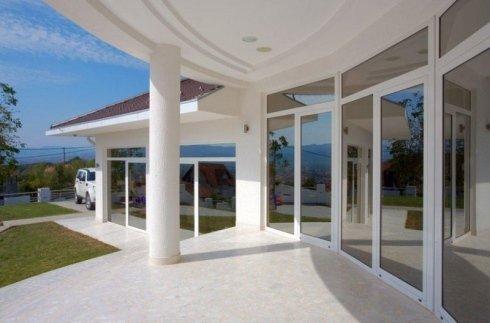 progettazione grandi vetraye, vetrate per ville, costruzione grandi vetrate