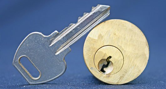 a key and a key hole