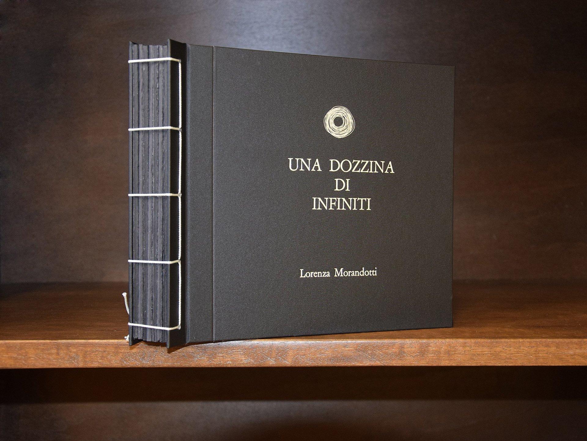 libro nero rilegato da artigiano