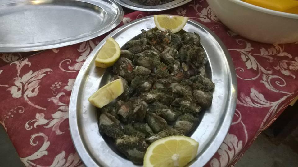 Piatto con limone di guarnizione