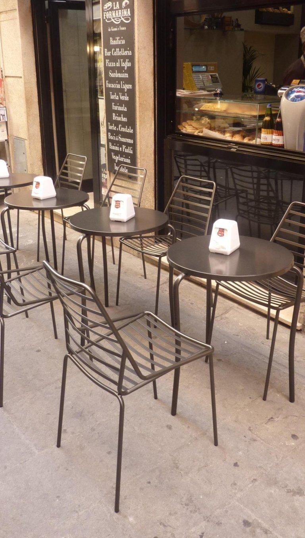 tavolini con sedie da esterno