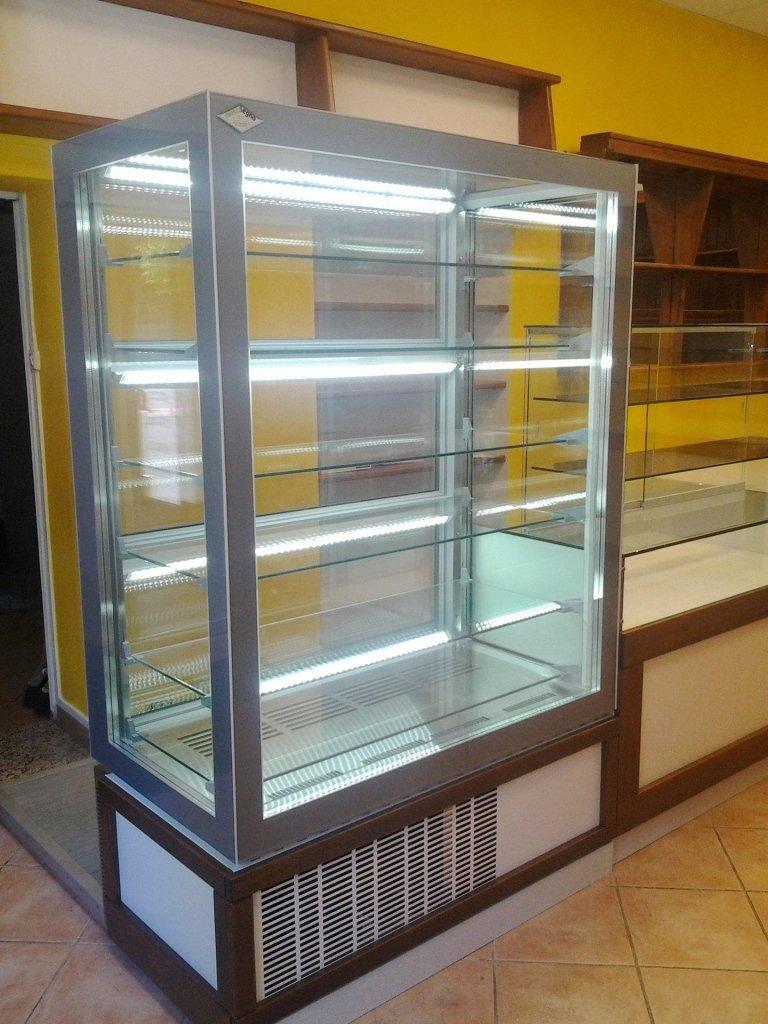 frigo gelateria vuoto