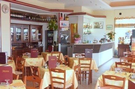 vista della sala da pranzo di un ristorante