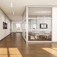 ufficio moderno con vetrata divisoria