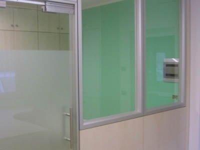 vista di una vetrata di un ufficio