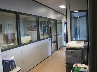 corridoio ufficio con una stampante
