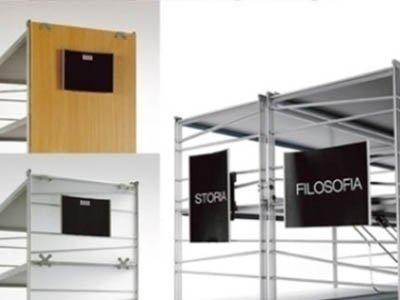 strutture per esporre cartelli comunicativi