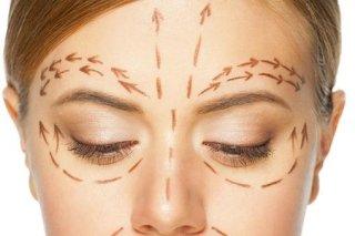 viso con segni per intervento maxillo-facciale
