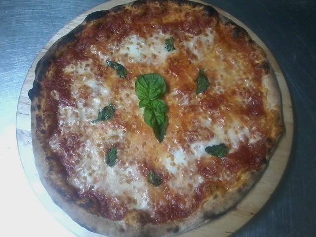 Una pizza margherita