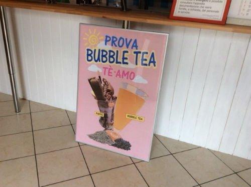 un cartello con scritto prova bubble tea tè
