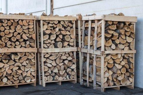 La ditta fornisce anche legna da ardere.