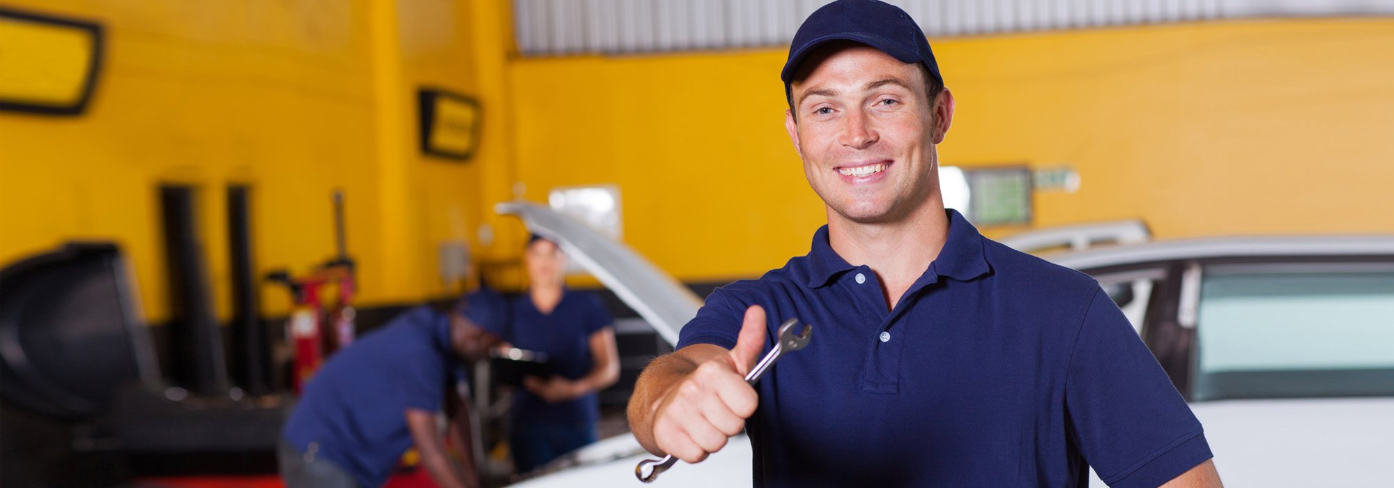 Auto mechanic at the workshop
