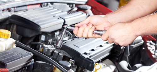 Professional providing car repair services