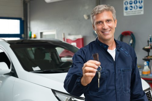 Mechanic holding the keys of car