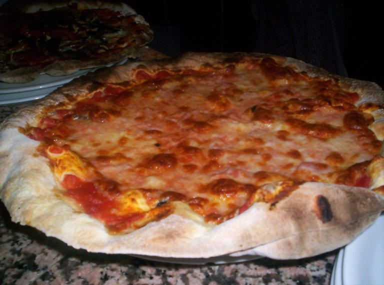 pizza margherita cotta a legna