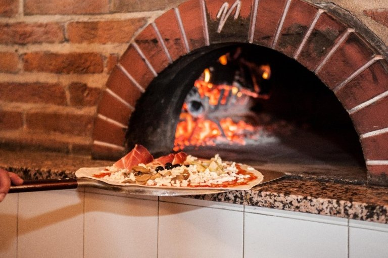 Pizza cotta in forno a legna Torrita di Siena