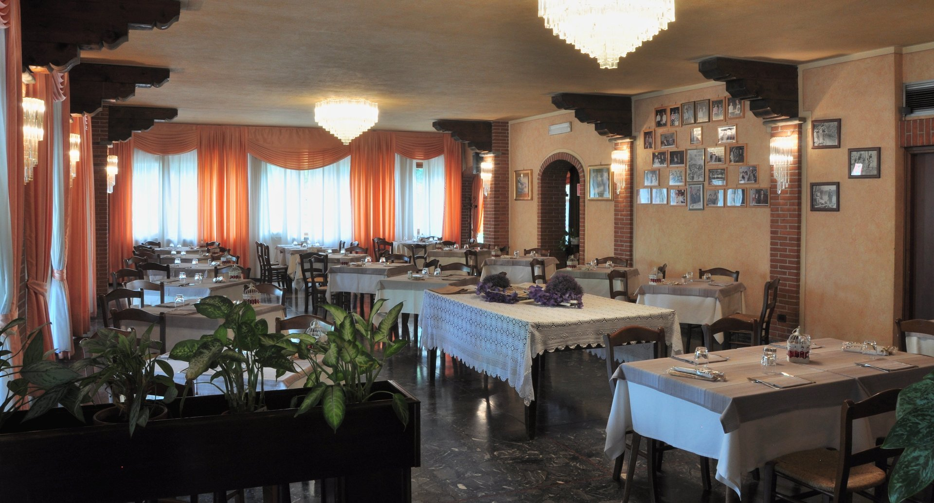 sala ristorante allestita
