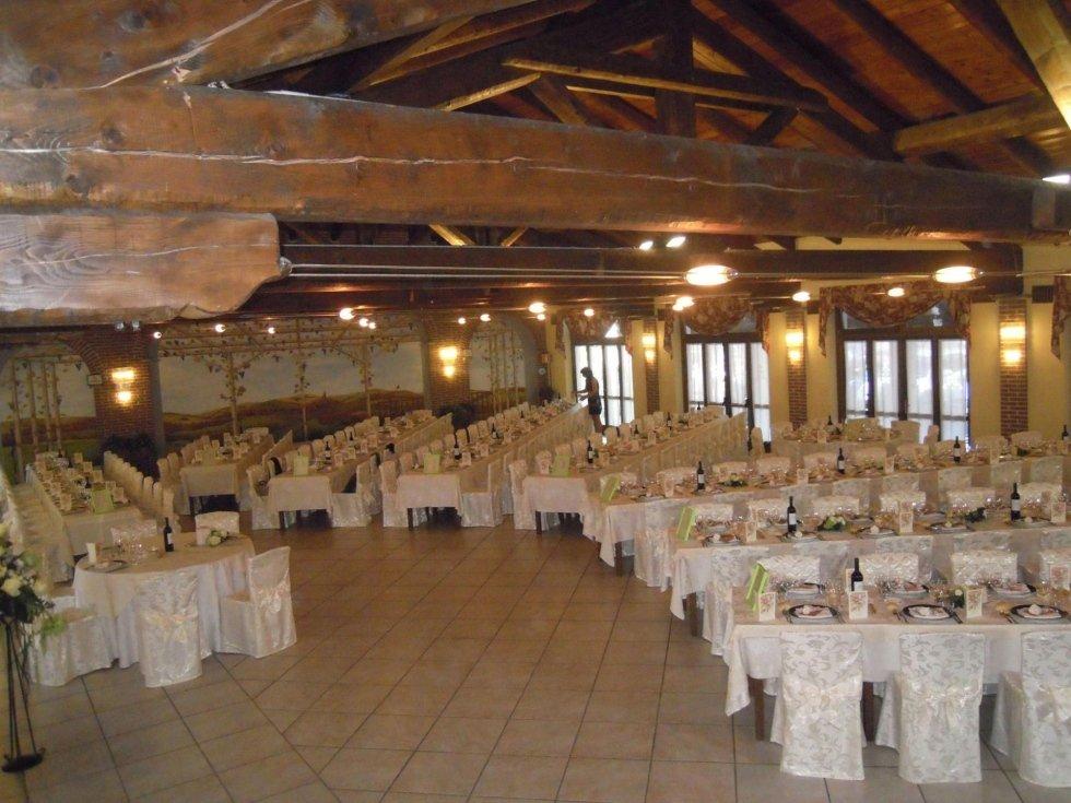 sala allestita per matrimoni