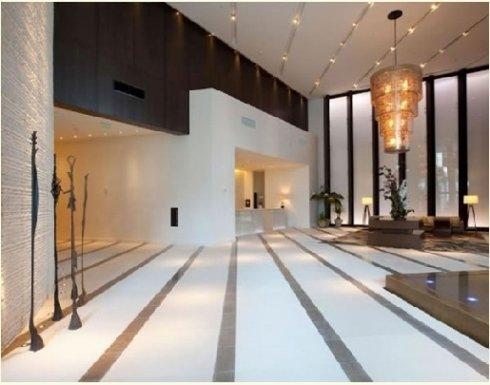 Hall moderna arredata