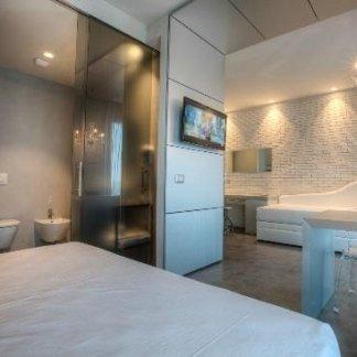 Camera da letto moderna, arredo hotel, arredo camera moderna, arredamento per hotel