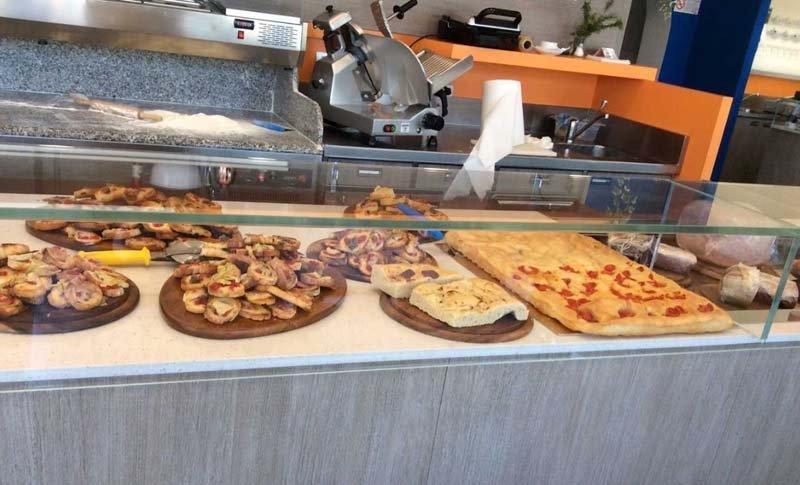 Assortimento di pizze e rustici