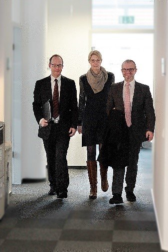Rechtsanwalt Raphael Thomas, Rechtsanwältin Judith Spilker, Rechtsanwalt Martin J. Warm (v.l.)