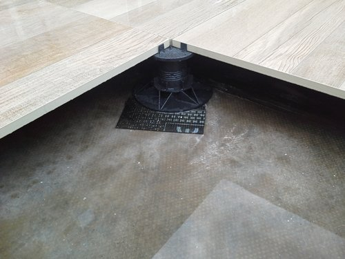 Dettaglio di un pavimento galleggiante