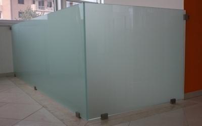 strutture in vetro fermo