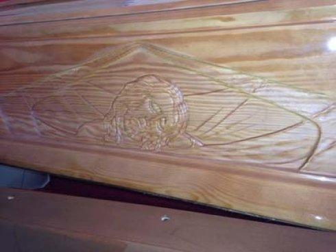 un disegno su una bara in legno
