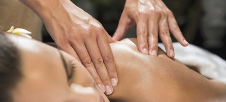 woman getting a acupuncture therapy