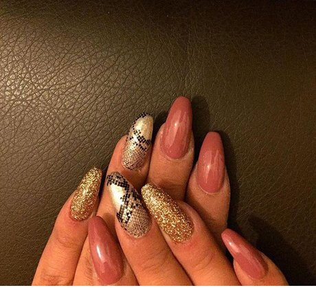 Manicure e nail art al centro  estetico My Vanity a Tonara