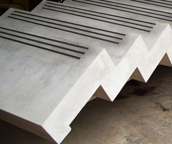 Sawtooth edge with non slip inserts