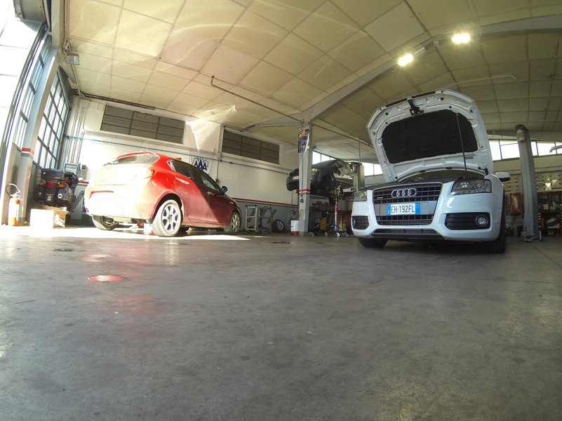 Due auto in officina