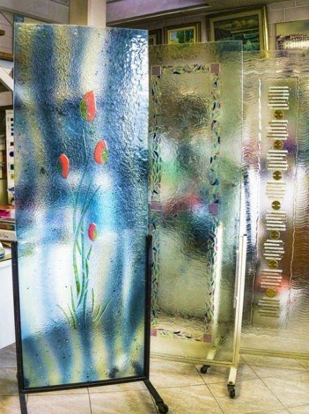 due vetri opachi decorati