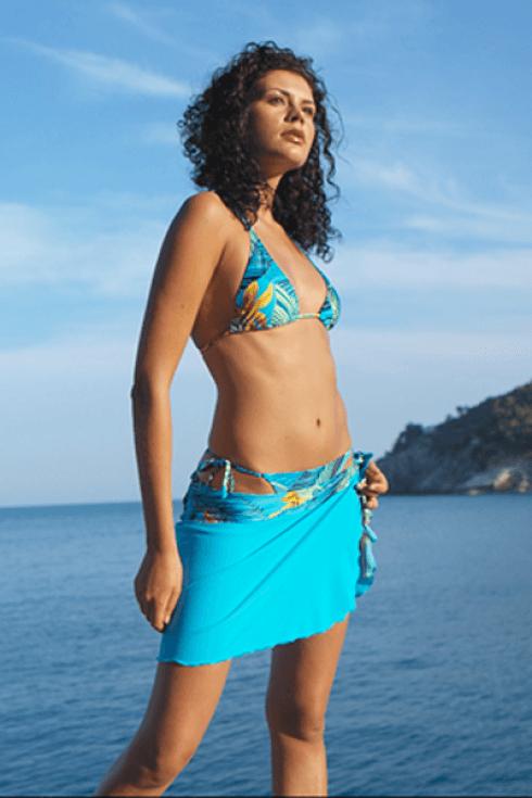 Esempio di bikini azzurro con reggiseno a triangolo.