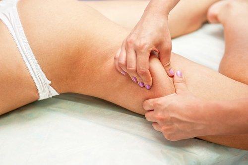 massaggio anticellulite applicato a una donna