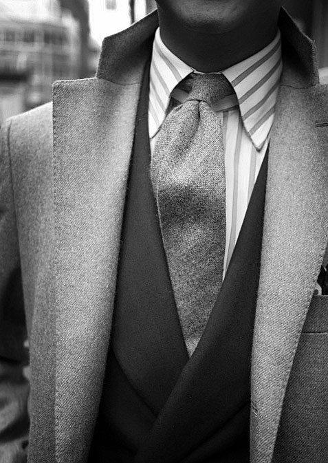 Foto in bianco e nero di abito.
