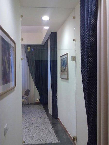porta di vetro per il corridoio