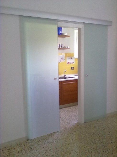 Porta scorrevole in vetro per interno muro