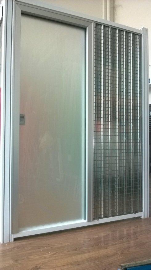 Porta di vetro con zanzariera