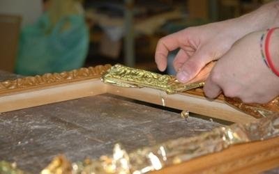 rivestimento cornice con oro