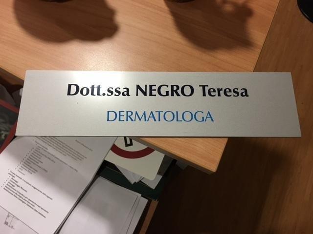 segnaletica interna con scritta Dott.ssa Negro Teresa