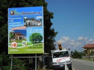 cartello edilizia con strada